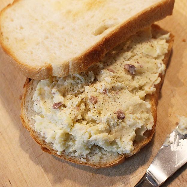 CAMP HOUSE/アンチョビポテトのサンドイッチ