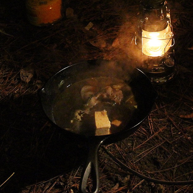 CAMP HOUSE/キャンプでスキレットすき焼き