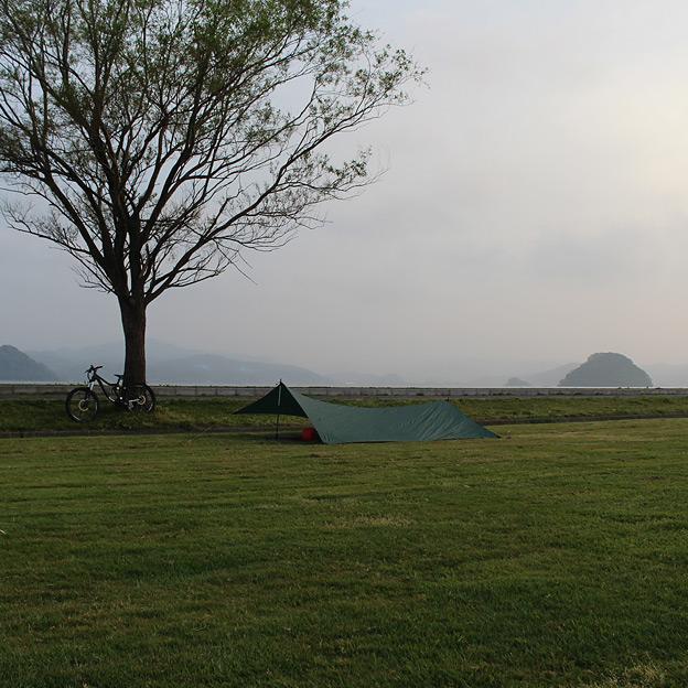 CAMP HOUSE/グリーンフィールドでタープ泊してみた