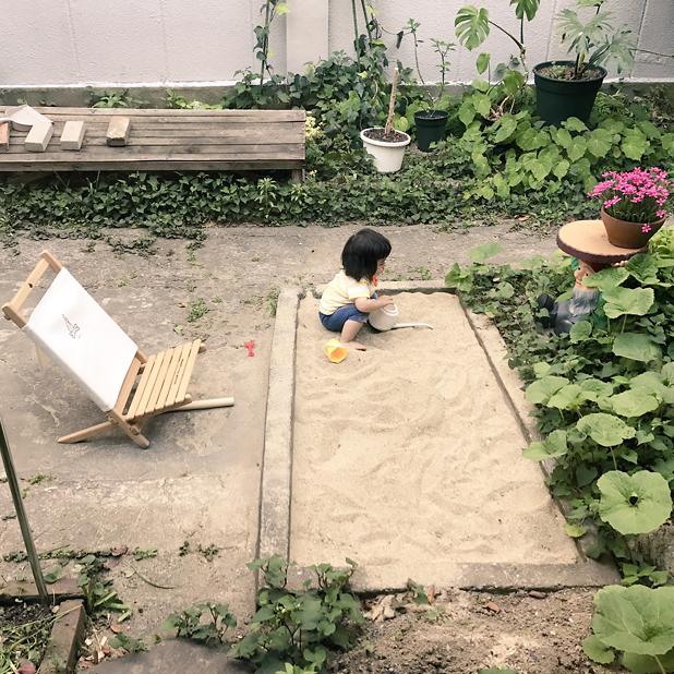 CAMP HOUSE/砂場で遊ぶ子ども