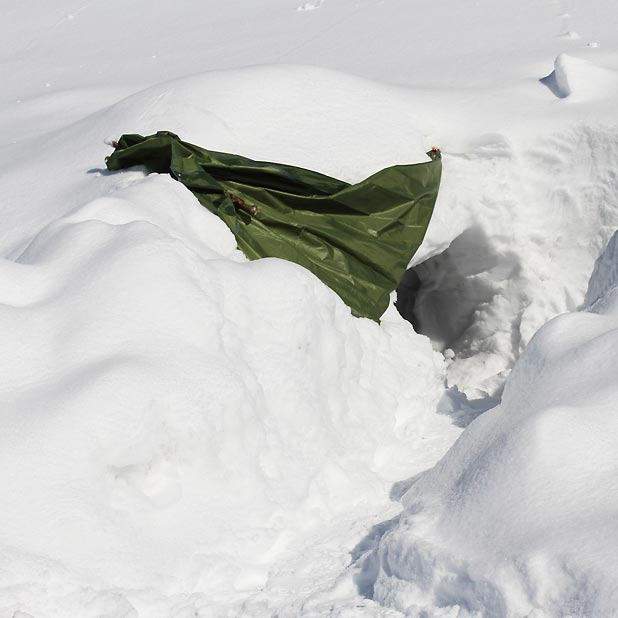 CAMP HOUSE/恩原高原での雪中キャンプ-鎌谷さんの寝床