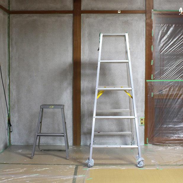 壁塗りに大いに役立った2サイズの脚立