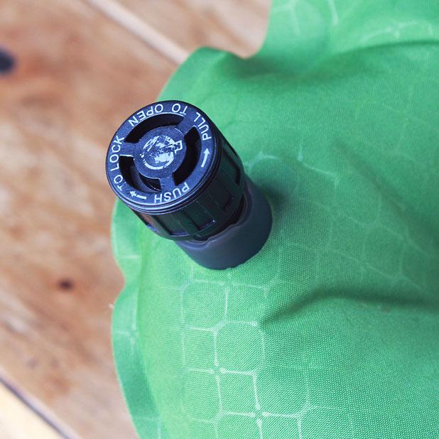 KLYMIT Static V Sleeping Pad(クライミット・スタティック・ブイ・スリーピングマット)の吸気口