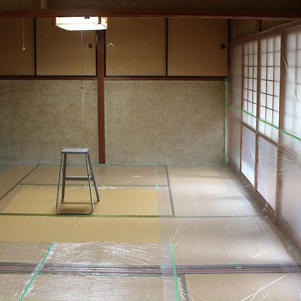 T町ハウスの改修 - 砂壁に漆喰を塗る(1)